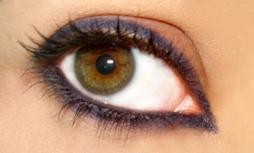 Si comme moi vous avez les yeux verts, le violet vous correspond bien