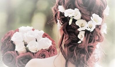 Quels accessoires de cheveux choisir pour votre coiffure de mariage ?